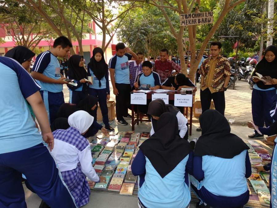 Peringati Bulan Bahasa TBM Mekar Baru Buka Lapak Baca Gratis