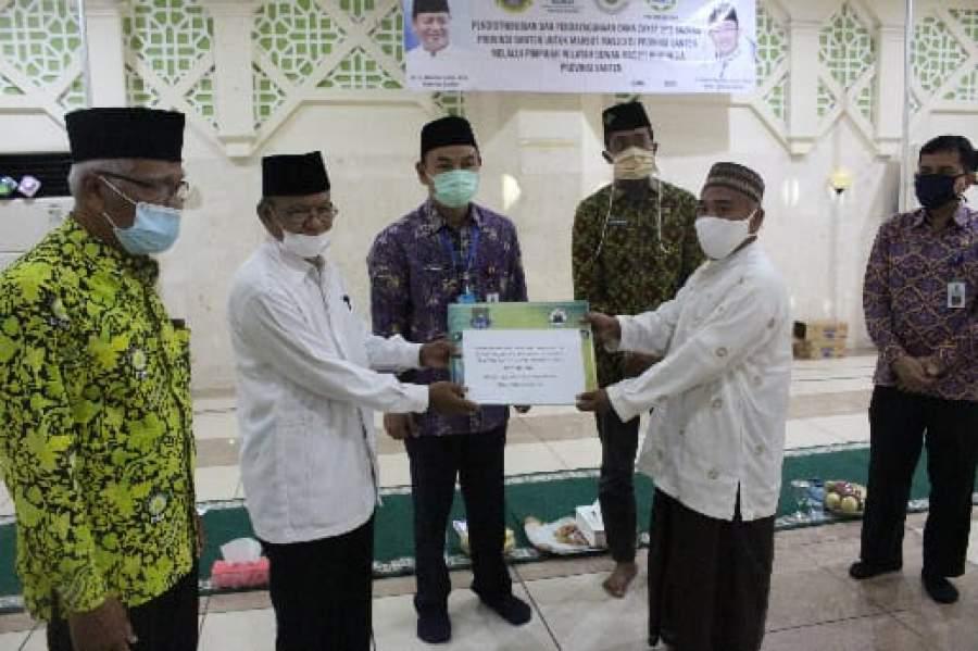 Wabup Tangerang H Mad Romli Serahkan Bantuan Tunai Kepada Marbot Mesjid