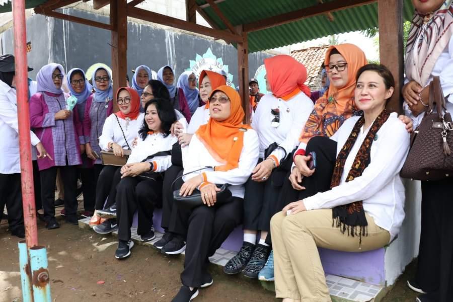 Istri Menteri Kabinet Jokowi Kembali Kunjungi Desa Kohod