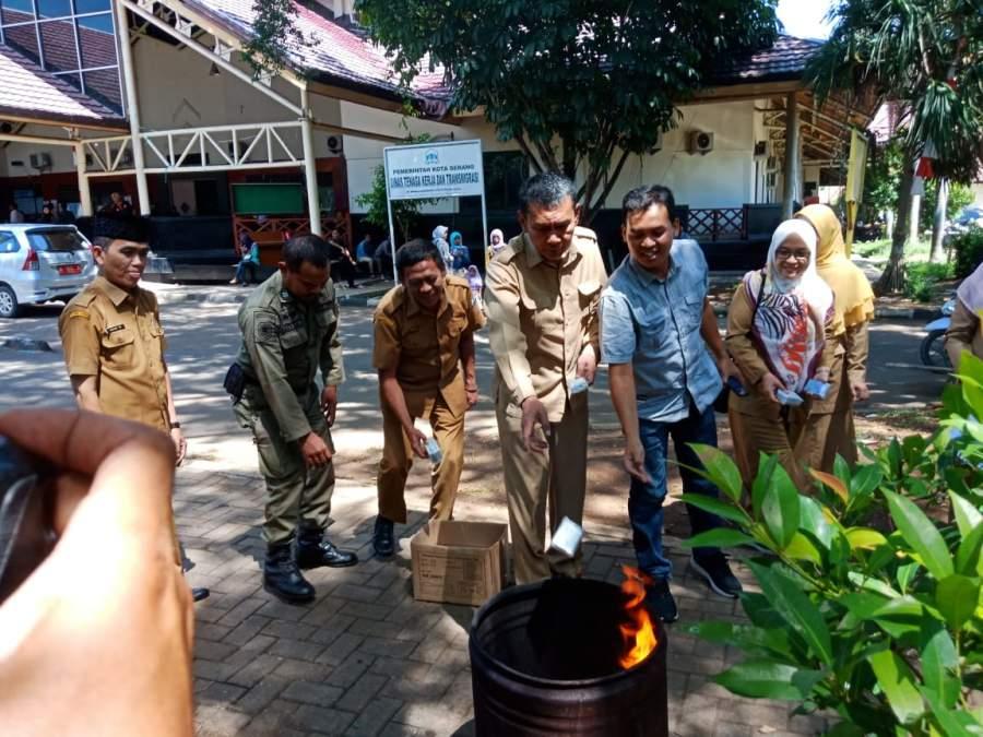 Ribuan E KTP di Musnahkan Disdukcapil Kota Serang
