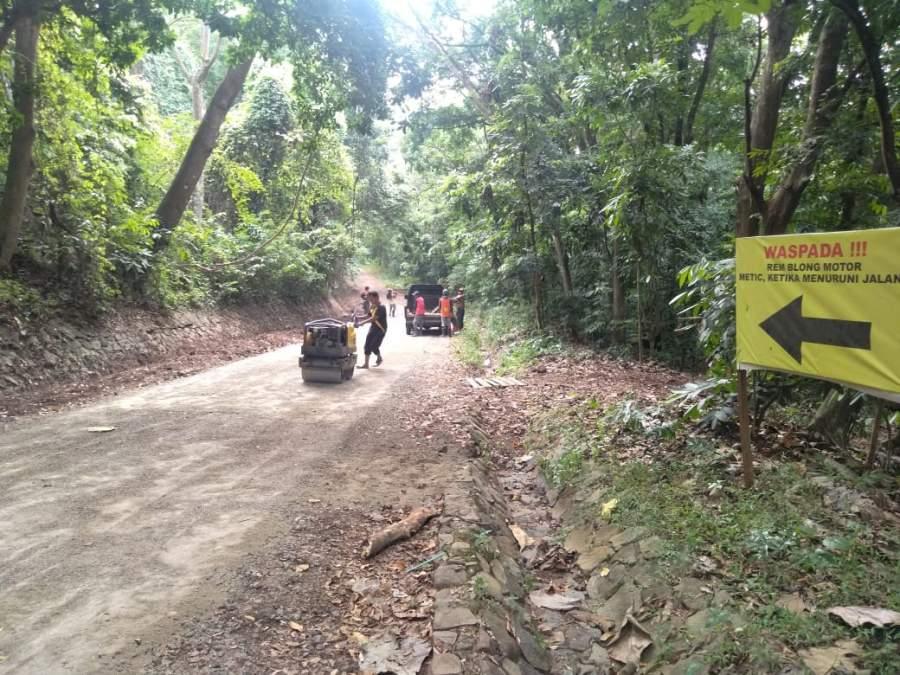Jelang Liburan Natal dan Tahun Baru, Wisata Alam Puncak Gunung Pinang Benahi Jalan